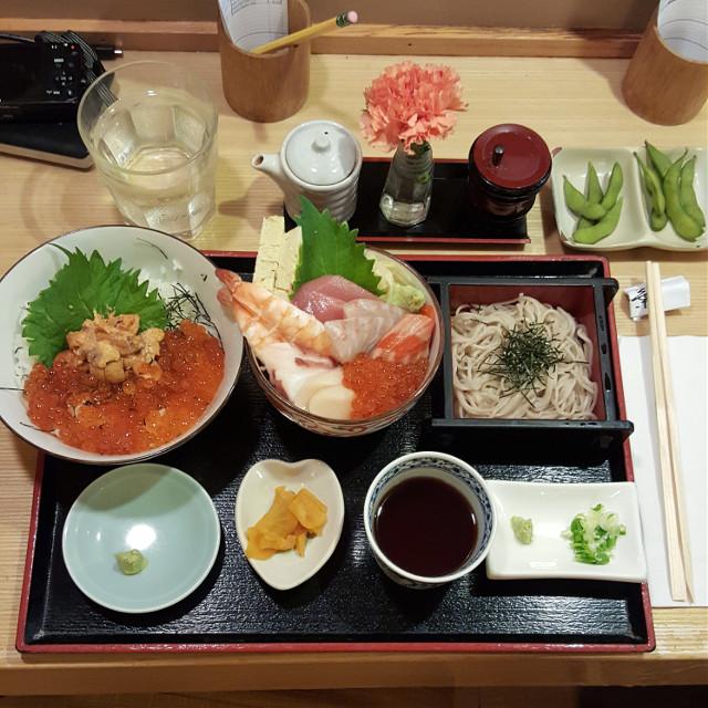 Housemade soba? I'm down! Ended up getting the zaru soba set with uni & ikura. 😋