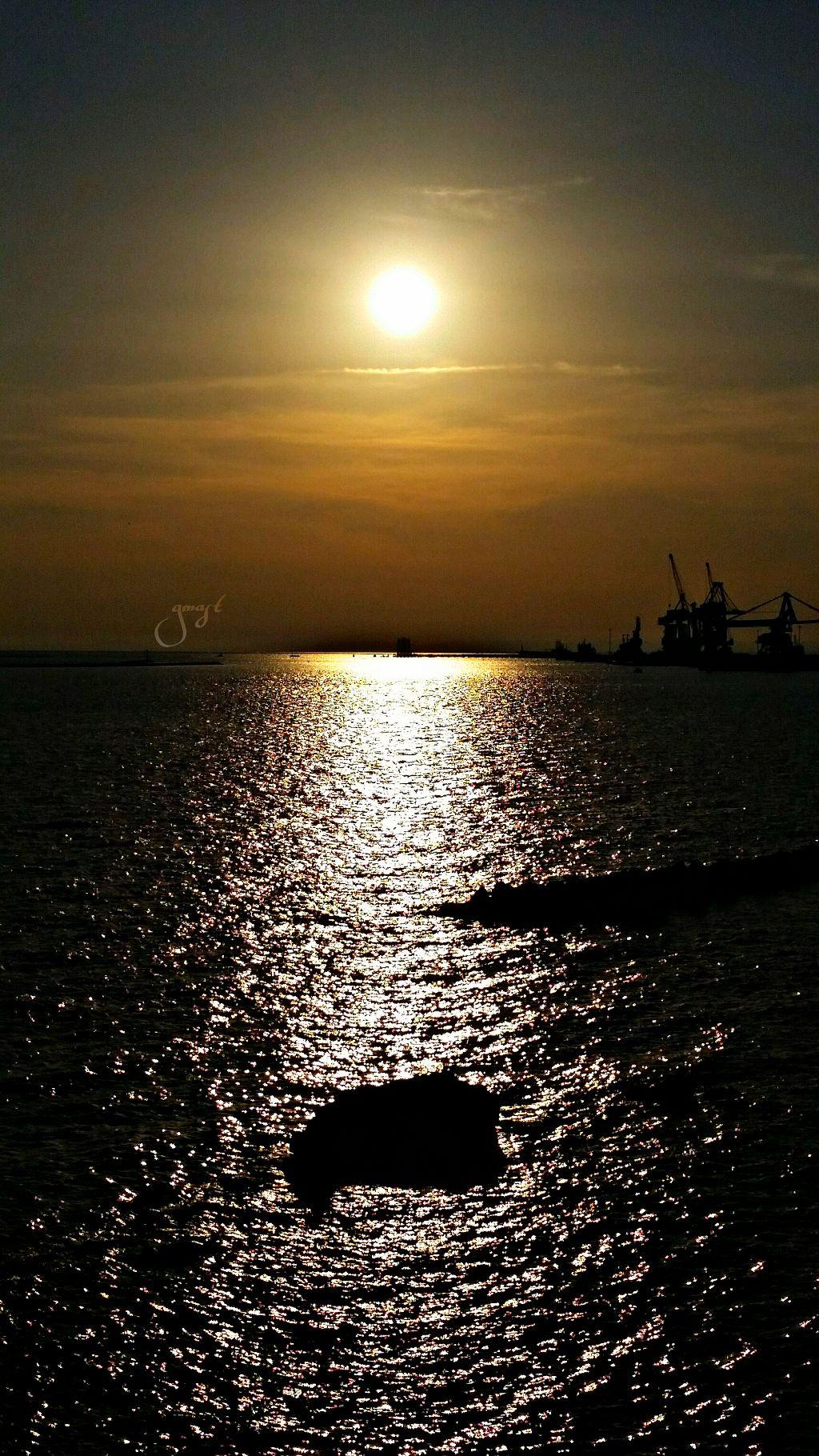Sunset in Taranto,Italy L'HOMME ET LA MER Homme libre,...