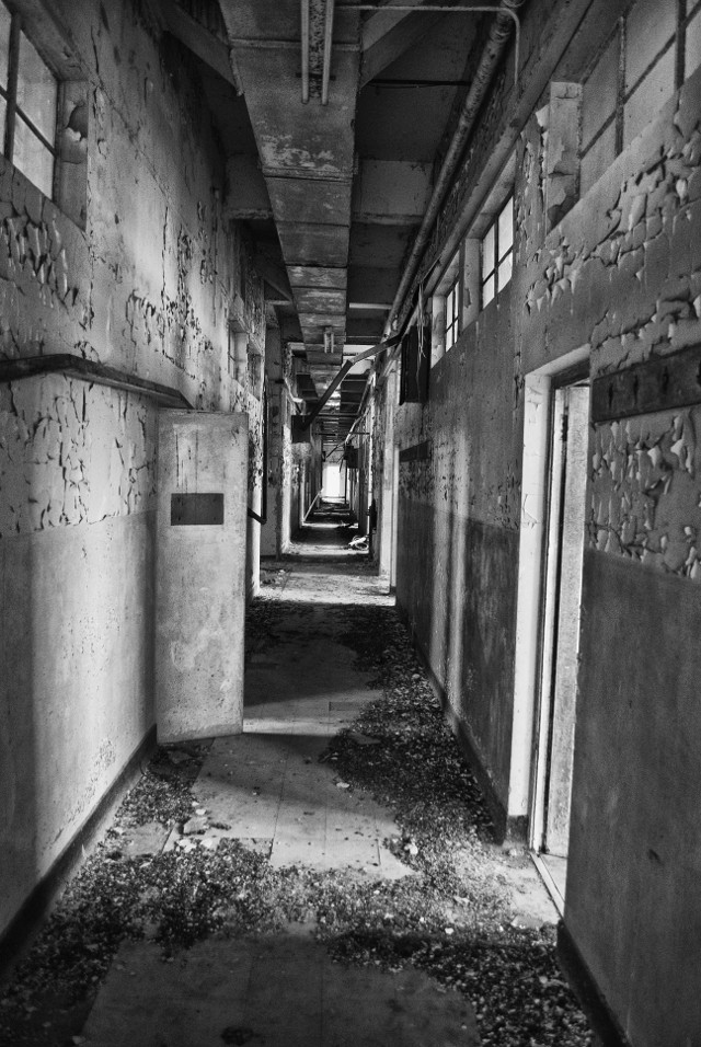 Abandoned building 4. #photography #blackandwhite #building #abandoned #decay