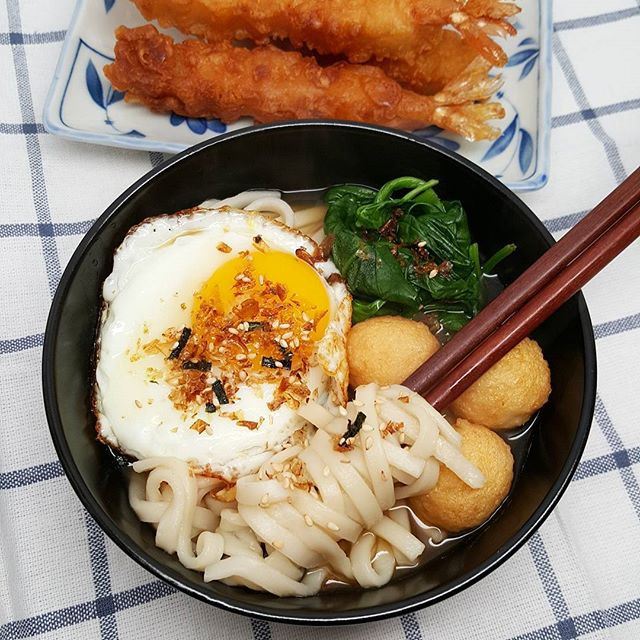 Is it bone-chilling cold or what? A piping hot bowl of udon should do the trick! 😆 P.S. I'm addicted to furikake. #Furikake on everything, please! 😍