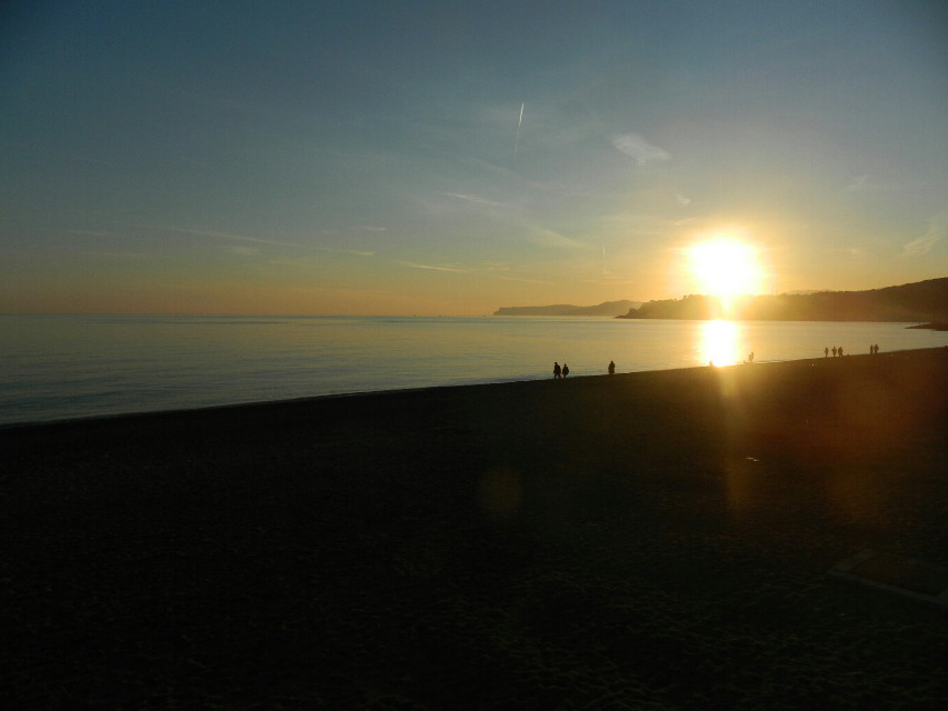 26.12 Sunset in Varazze (Liguria, Italy) #noeffects #photography #people #colors  #sea #beach #winter