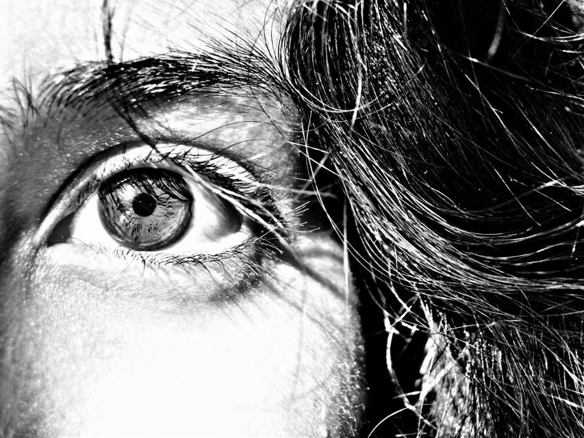 گذشته و آینده  را نه از کف دستانم نه از لای ورق های تاروت نه بین بیت های حافظ نمیتوانی پیدا کنی اگر خوب نگاه کنی چشمها حرف های بیشتری برای گفتن دارند  #eye