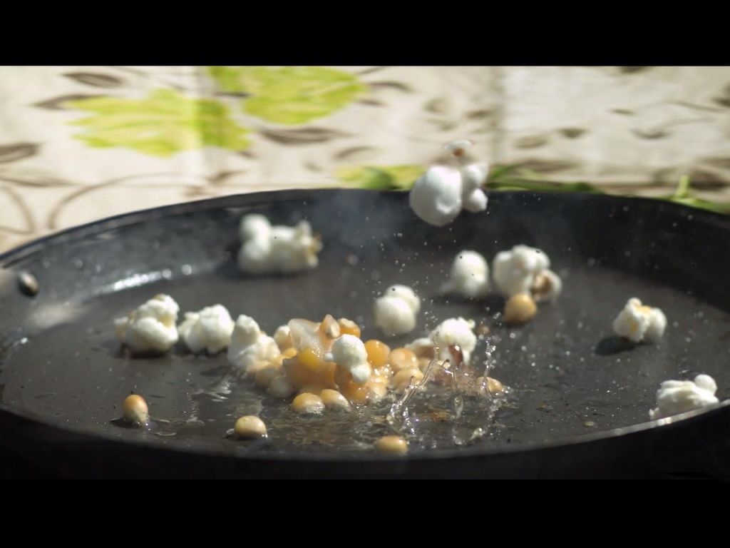 Popcorn in motion. #inmotion #interesting  #food